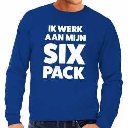 Toppers ik werk aan mijn six pack tekst sweater blauw